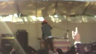 2009年11月3日武蔵大学で行われたイベントでのDJやついいちろうによるチ...