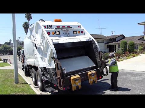 Universal Waste's New Way King Cobra Garbage Truck