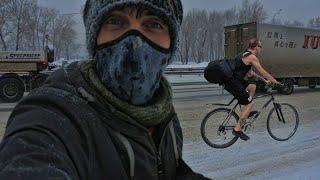 Город в снегу пробираюсь на велосипеде купил контактные туфли для туризма грехи Велопосланника