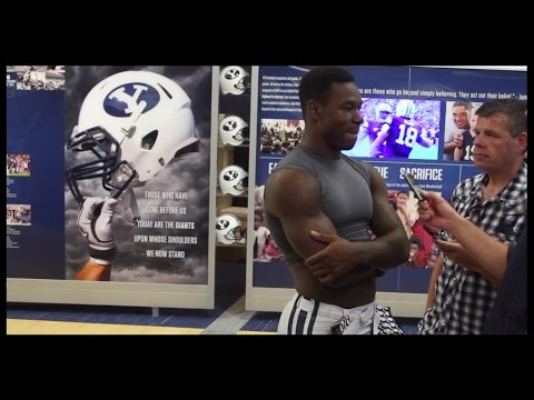 WR Jordan Leslie grabs the mic and turns it on Jamaal Williams,