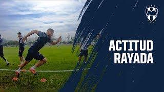 Las imágenes del entrenamiento con toda la actitud Rayada.