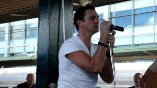 "Shannon Noll, Live, Acoustic ""Now I Run"" Indian Pacific Christmas Concert 2.12.09 Resimi"