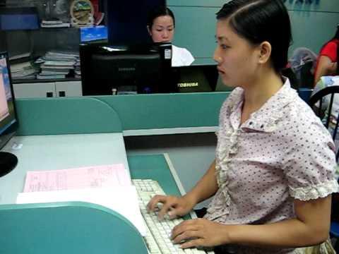 Dạy Kế toán Bác Thành - Thanh Xuân đang cập nhật số liệu trên phần mềm MISA.