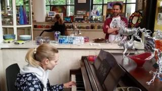 Amanda Seyfried plays piano at Fiddlehead