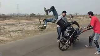 Dangerous Stunt -  Road Riderz, RRz - CRASHES - Road Riders RRz - BD Motor Bike Stunt -2012