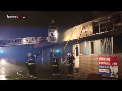 Leerstehendes Gewerbeobjekt in Traun ging in Flammen auf