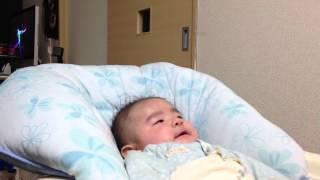 ゲラゲラ笑う 生後3ヶ月の赤ちゃん  The 3-month-old baby who gives a horselaugh