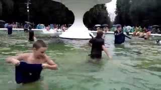 Видео Василия Терехина. Рыбалка в фонтане в Нижнем Новгороде