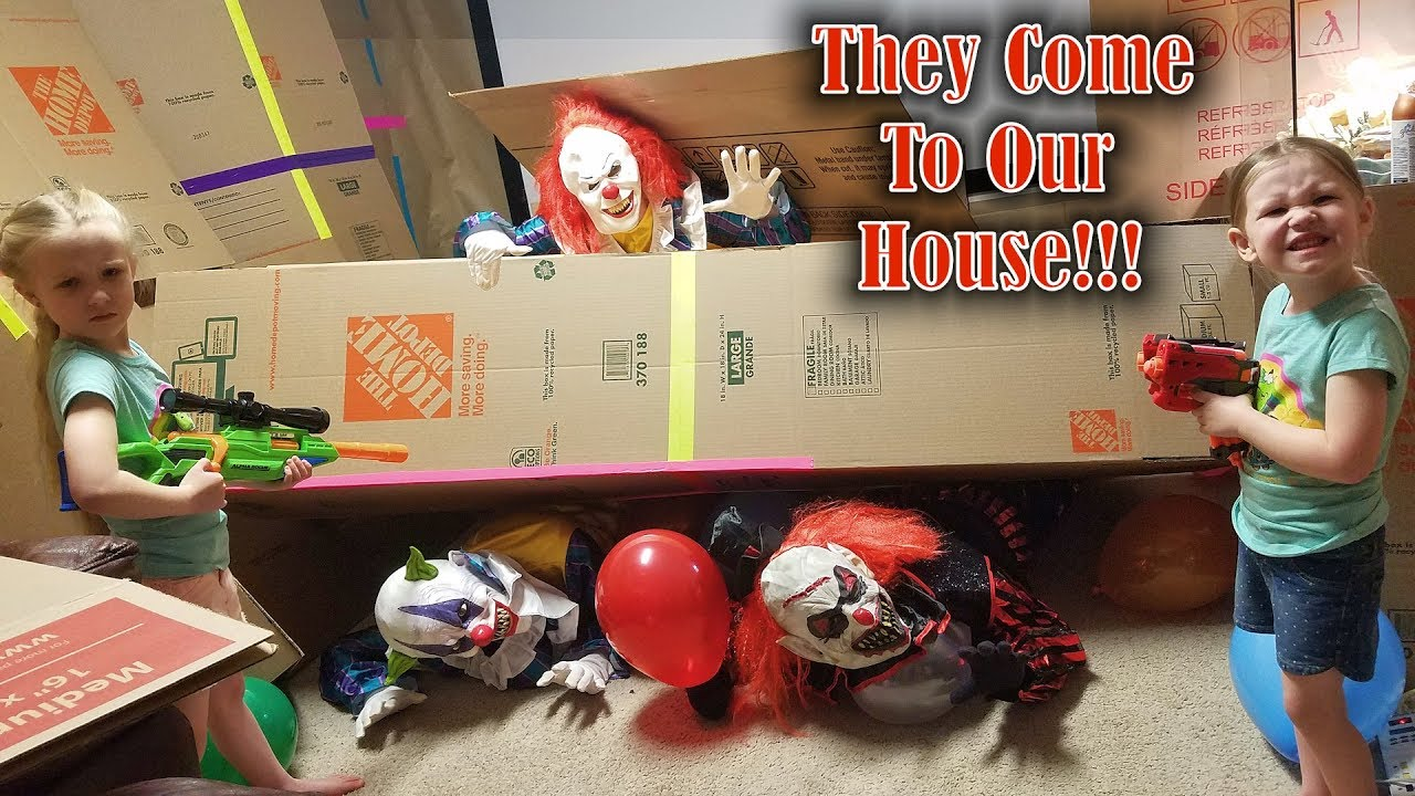 Download Calling the Creepy Clowns!!! *OMG* They Come to My House and We Chase Them in Our Box Fort!