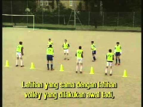 Video Cara Bermain Sepakbola Dengan Baik Dan Benar - Cara Menyundul Bola ...
