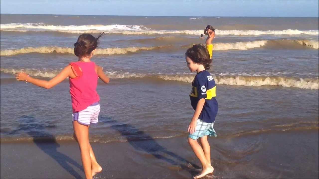 Niños En La Playa.