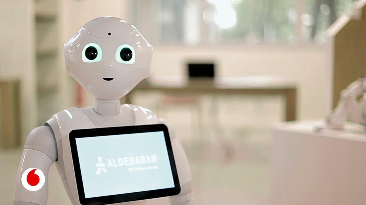 Así son los robots que nos acompañarán en casa: hablan, bailan y reconocen nuestras emociones