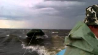 Рыбалка закончилась в шторм.
