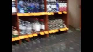 Нелегальная торговля алкоголем в Чите ночью(Вот как у нас соблюдаются законы. Почему кому то можно торговать ночью водкой в открытую? А легальным торгов..., 2017-01-03T19:32:50.000Z)