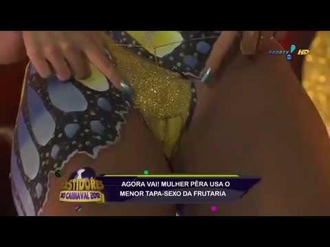 Mulher Pera sem tapa-sexo no carnaval thumbnail