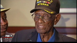 Nation's oldest veteran turns 111, Austin street named in his honor | 5/2017