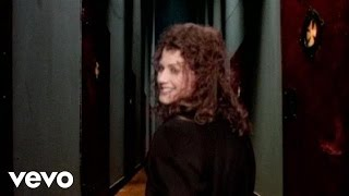 Watch Amy Grant Big Yellow Taxi video
