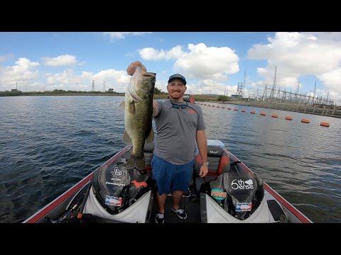 Bass Fishing Lake Decker : Low Light Outdoors : Frog Fishing , Punching Bass