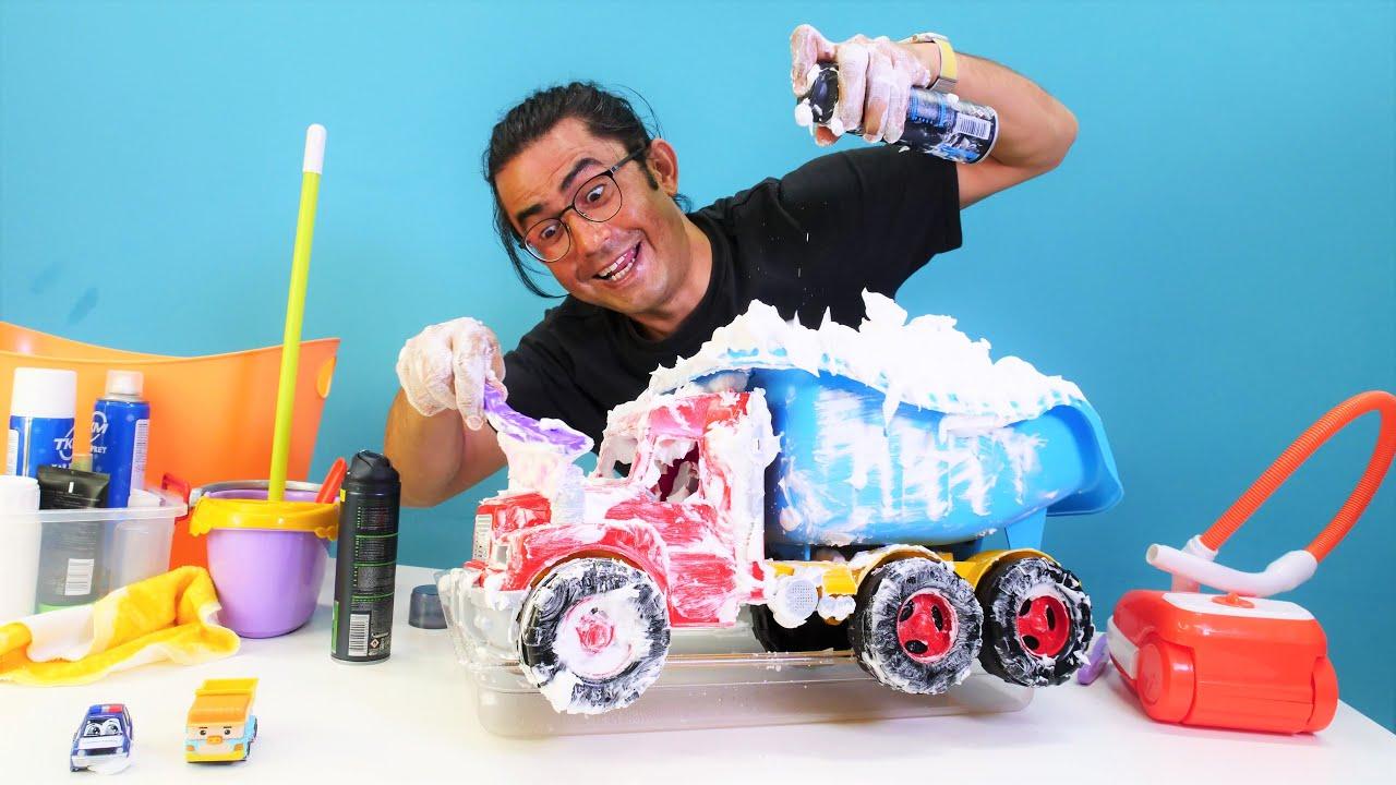 Oyuncak arabalar için köpük banyosu yapıyoruz! Çocuklar için eğlenceli video
