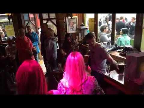 Live music from Quay's Bar in Dublin Ireland