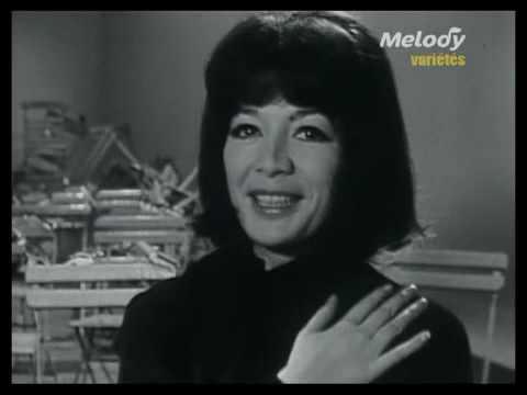 Juliette Greco sings Sous le ciel de Paris