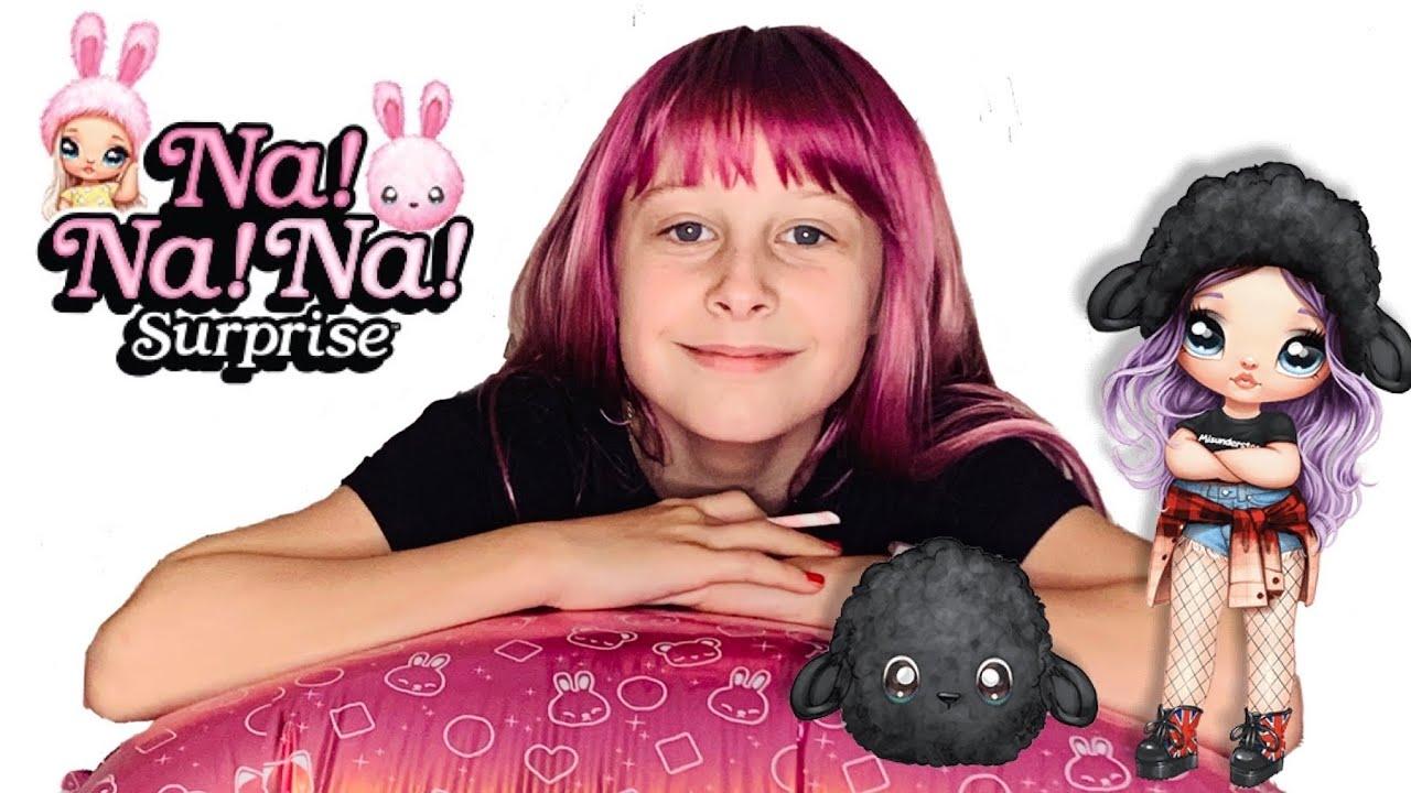 Na! Na! Na! Surprise Fashon Dolls in Plush Pom