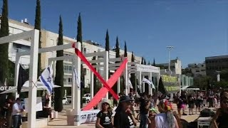 הפגנה ב כיכר הבימה תל אביב הרחקה הרחקת אסדה אסדת לוויתן גז טבעי מפגינים רעל