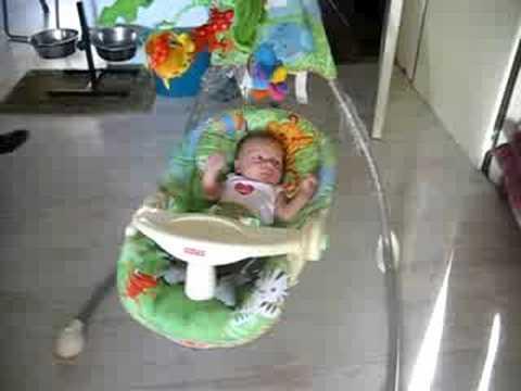 Schommelstoel Elektrisch Baby.Juan In Zn Schommelstoel Youtube