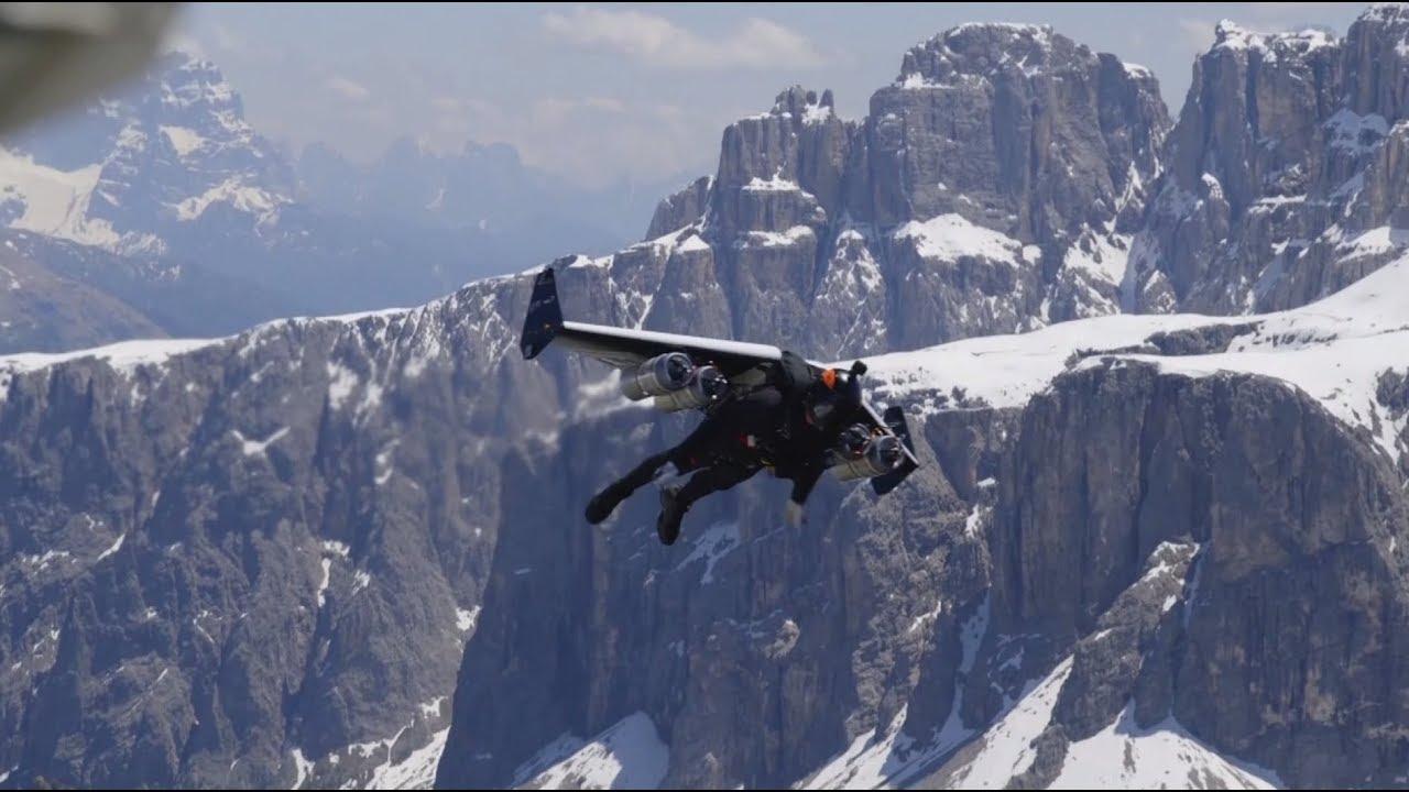 Экстремал с реактивным крылом за спиной разогнался над Альпами до 278 км/ч