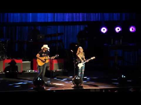 Brad Paisley - Whiskey Lullaby (Live 2017)