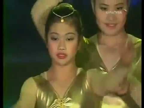 China circus women acrobats hand to hand
