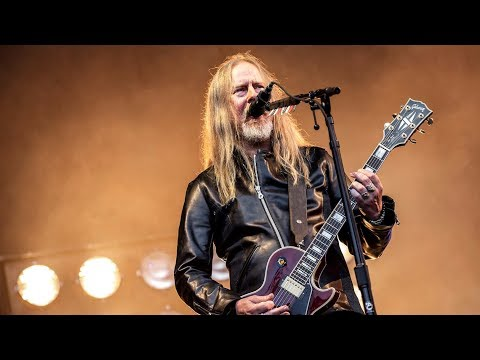 Alice in Chains' Jerry Cantrell Believes in Aliens + Praises Korn