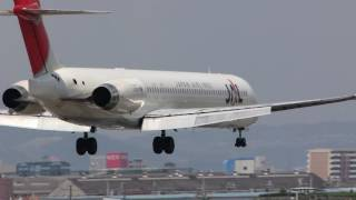 JA8020 JAL MD-90 RWY32L LD100430