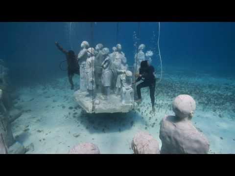 פסלים בים: Jason D.Taylor פסל בריטי