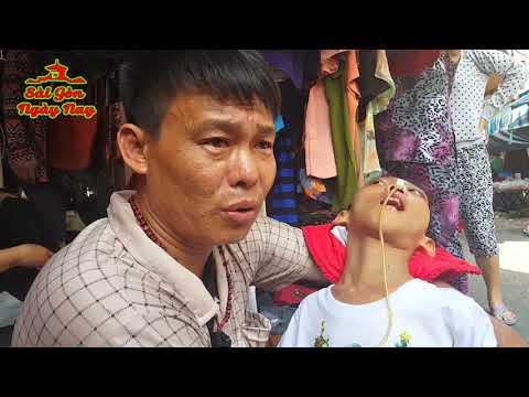 Rớt nước mắt với người cha ôm con ra Chợ xin tiền chữa bệnh hiểm nghèo