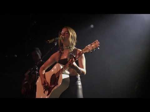 Maren Morris - Bummin' Cigarettes - Live in Amsterdam