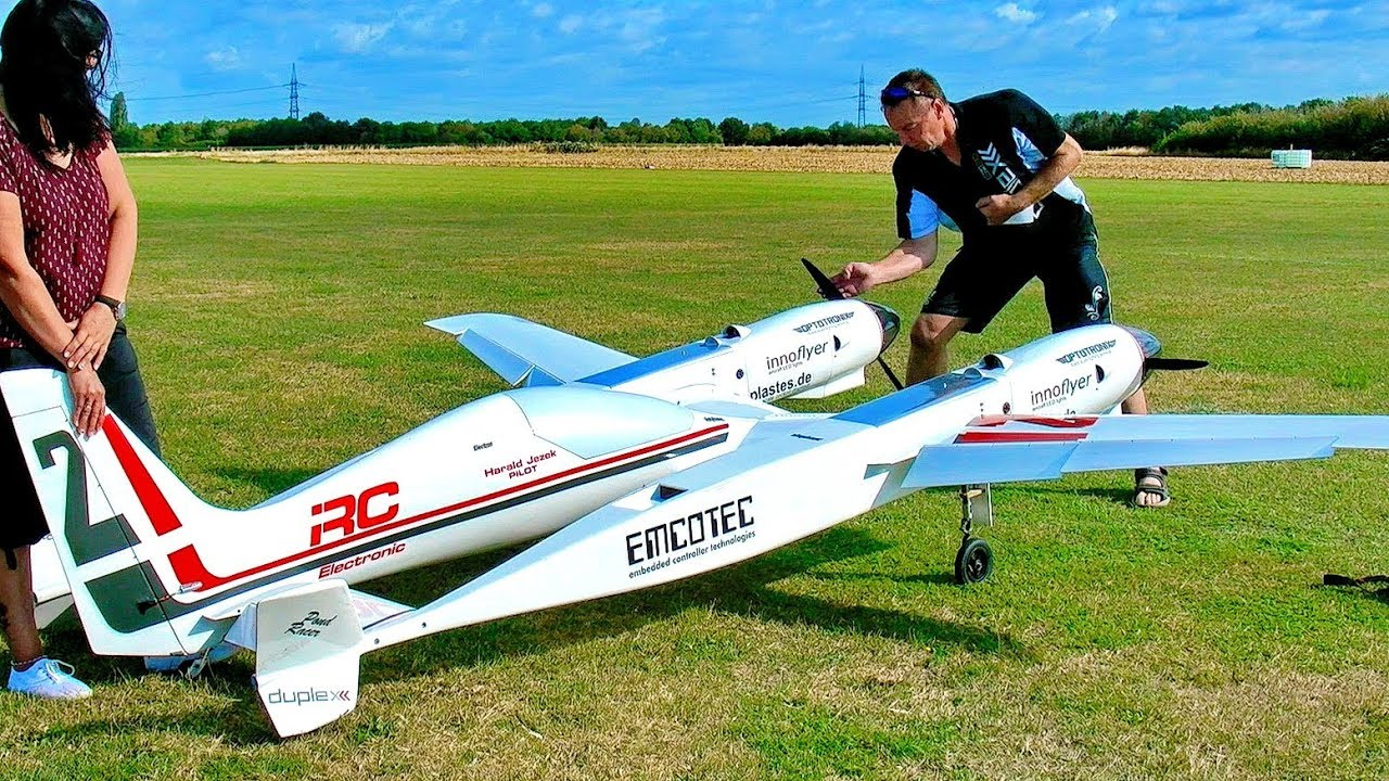 GIGANTIC HUGE !!! XXXL RC PONDRACER 43KG SCALE 1:2 MODEL AIRRACER FLIGHT DEMONSTRATION