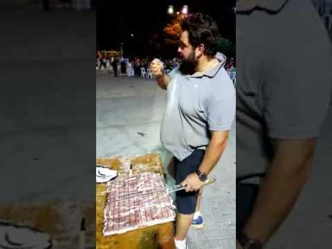 Ποιος Τούρκος... Έτσι αλατίζουμε τις μπριζόλες στην Κρήτη