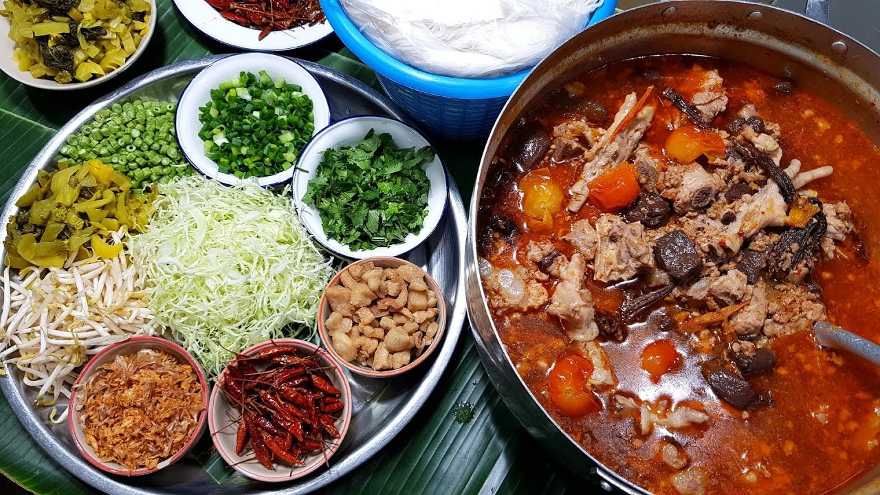 กับข้าวกับปลาโอ 863 ขนมจีนน้ำเงี้ยวลำพูน พิเศษตีนไก่ Kha nom jean nam ngeaw Lamphun