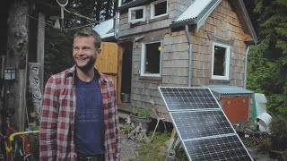 Tiny house Builder avoids mortgage by building a beautiful off grid Tiny house.