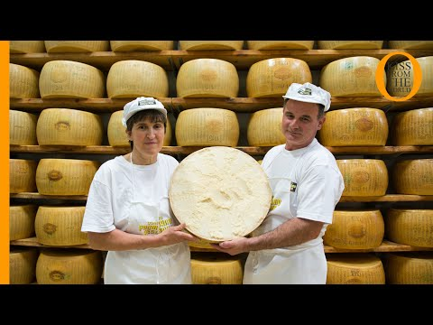 Parmigiano Reggiano: how the King of Italian cheese is made