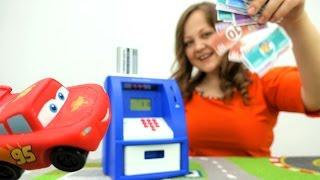 Молния Маквин ремонтирует машинки - Видео с игрушками