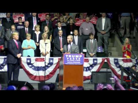 'Mr. Brexit' Nigel Farage Speaks at Donald Trump Rally in Jackson, MS