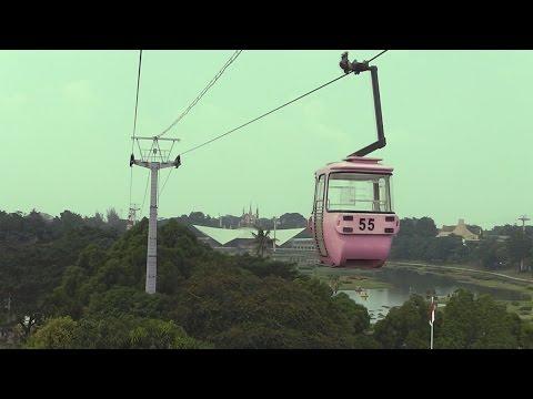 Naik Kereta Gantung (skylift/cable Car) Di TMII (Taman Mini Indonesia Indah)
