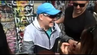 zocca modena vasco rossi baci e autografi per i fans