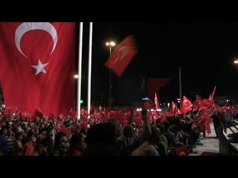 Les sympathisants dErdogan se réunissent sur la place Taksim