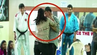 Akshay Kumar Beaten By Woman In Public To Show Self Defense Techniques