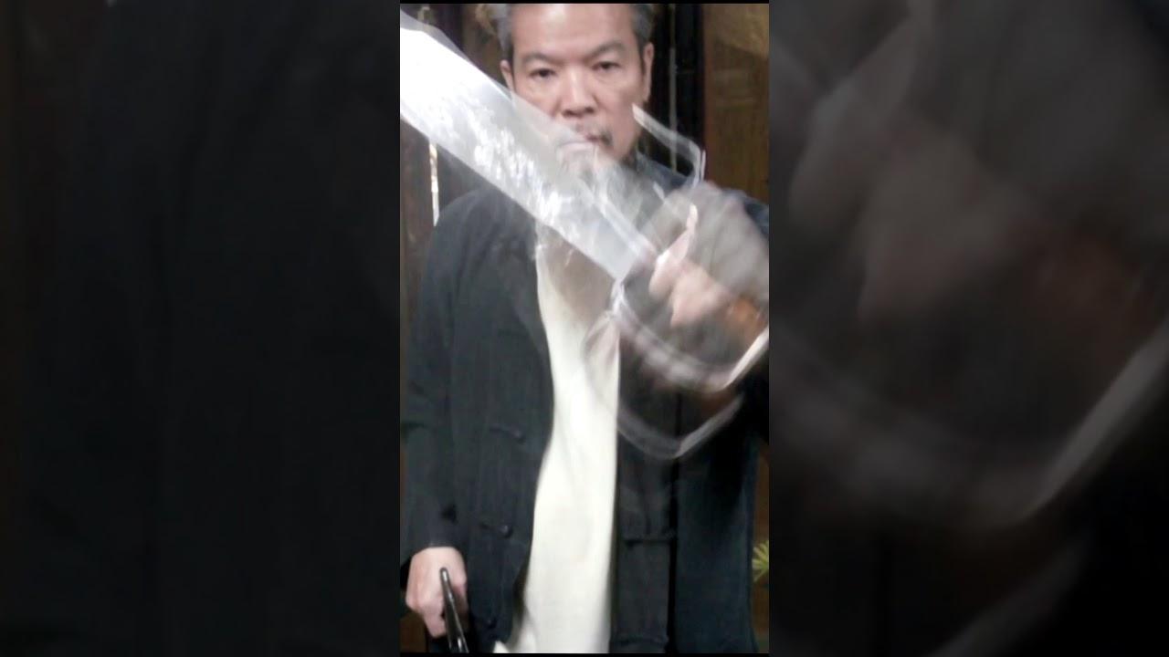 葉浪師傅示簡易範蝴蝶刀花之一  Butterfly Knife (兒童不宜模仿)