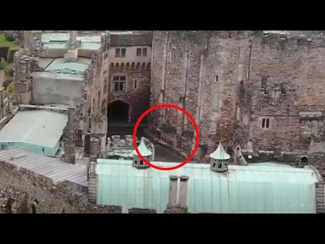 Un dron capta un jinete espectral sobre un castillo del siglo XII
