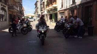 Llegada en moto de la novia